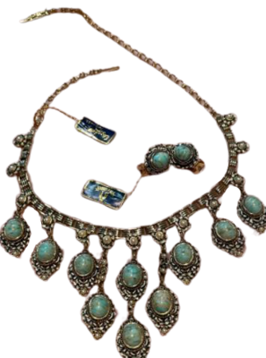 Rent: Jewelry set from 1950