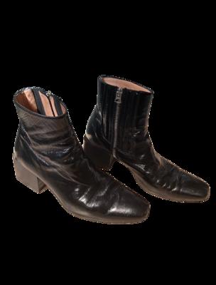 Buy: Birgit Patent Leather Boots In Black