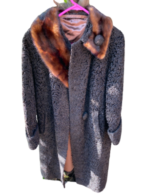 Buy: Coat with fur collar Size 8